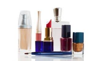 Mit kosmetischen Produkten Ihre Schönheit betonen