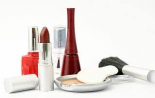 Schönheit mit Permanent Make-Up betonen