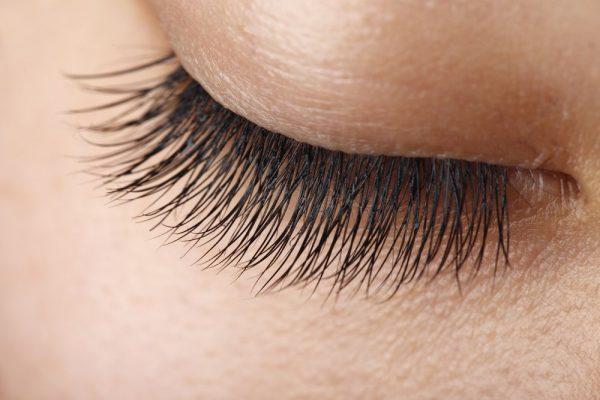 Werden Sie mit unseren Anwendungstipps zur Wimpern-Stylistin